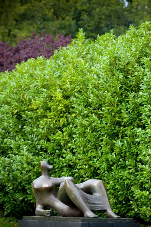 i-figura-reclinada-i-1982-edicion-en-bronce-de-9-1-longitud-246-cm-firma-grabada-moore-0-9-fundacion-henry-moore