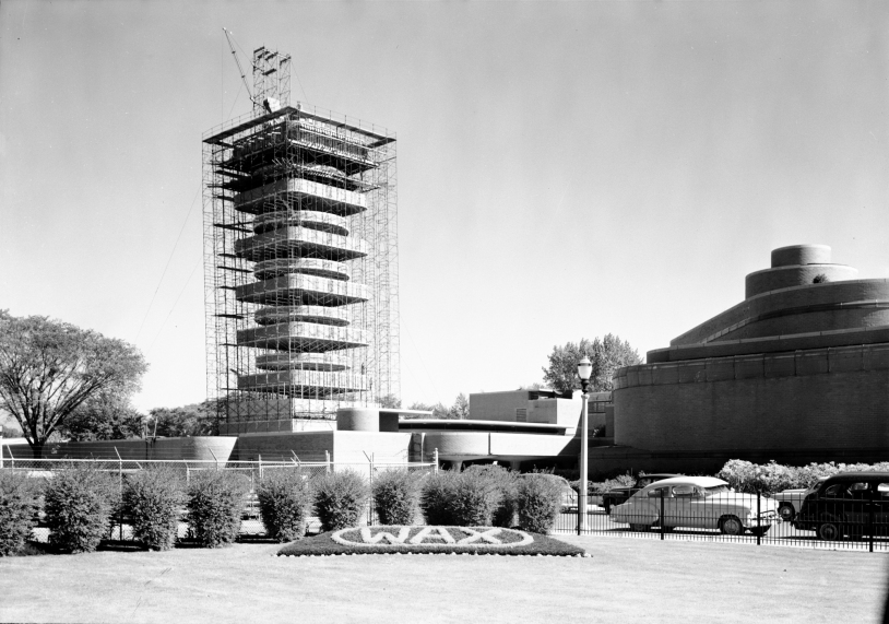 53a25c99c07a80fed50001f9_ad-classics-sc-johnson-wax-research-tower-frank-lloyd-wright_research_tower_-_construction_c-1949
