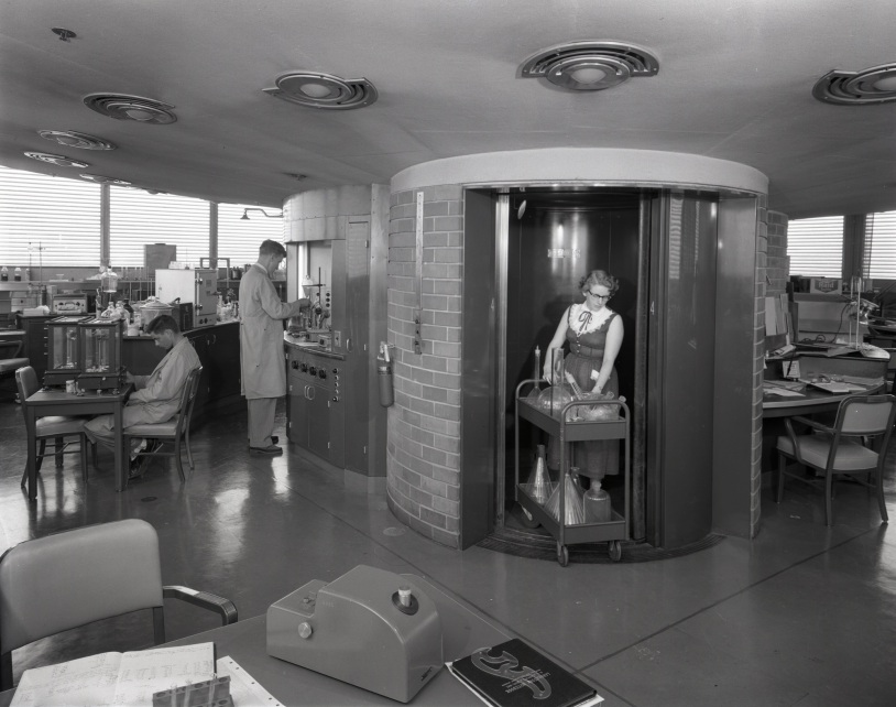 53a25cfdc07a80fed50001fa_ad-classics-sc-johnson-wax-research-tower-frank-lloyd-wright_research_tower_interiors_01