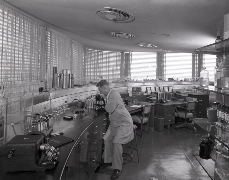 53a25d19c07a80fed50001fb_ad-classics-sc-johnson-wax-research-tower-frank-lloyd-wright_research_tower_interiors_02