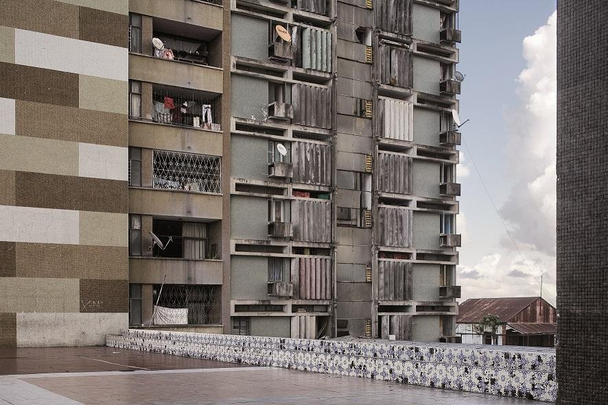 Guy Tillim-Apartment Building-Beira baja
