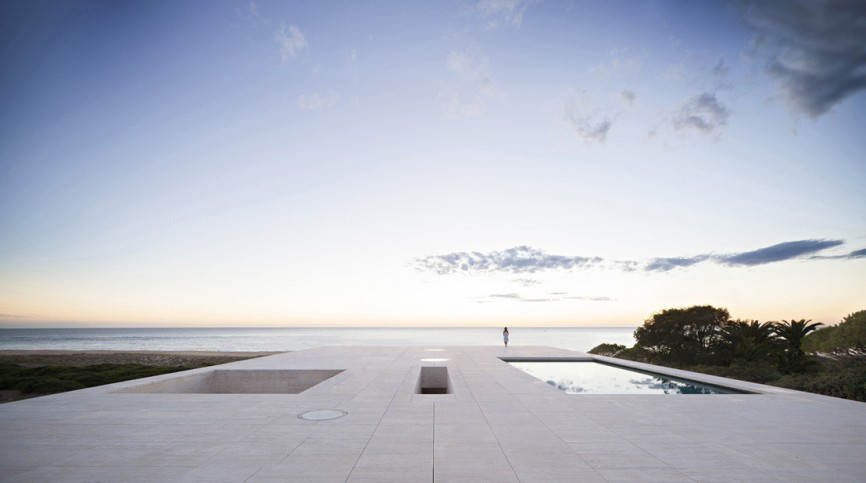 w1108_17_House_of_the_Infinite_Javier_Callejas